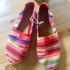 BONGO Aztec Colorful Print Flats NEW Women's Sz 6